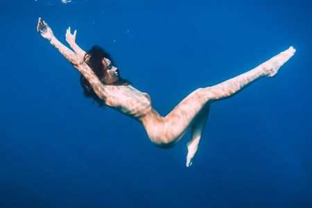 Beautiful naked woman relaxed in sea, underwater in blue ocean Stock Photo - 103402316
