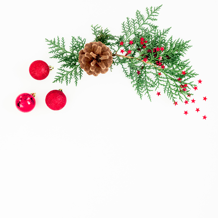 Christmas frame of branches and red balls decoration on white background. Festive background. Flat lay, top view Banque d'images