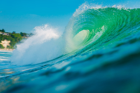 Big green wave in ocean. Breaking wave in Bali Imagens