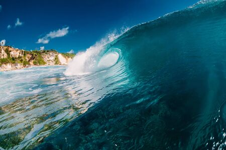 Perfect wave in ocean. Breaking blue wave Banco de Imagens - 124871105