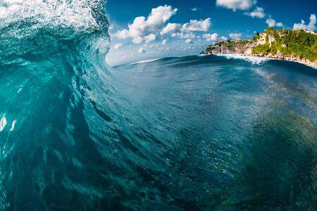 Blue barrel wave in ocean. Waves for surfing Banco de Imagens - 124871143