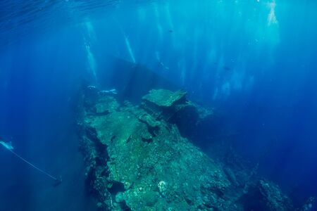 Shipwreck in underwater with air bubbles. Diving in sea Stockfoto