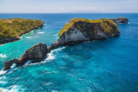 Rocky islands and blue ocean at Nusa Penida, Bali, Indonesia. Imagens