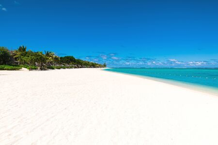 Tropical scenery - beautiful beach with ocean and blue sky of Mauritius island, Le Morne Banco de Imagens
