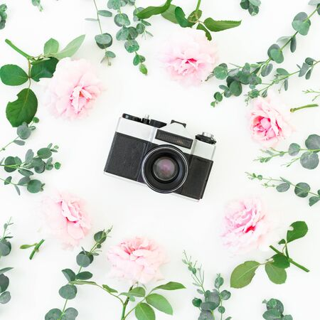 Old retro camera and flowers isolated on white background. Flat lay. Top view. Zdjęcie Seryjne