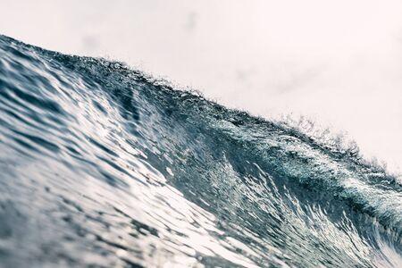 Perfect barrel wave in ocean. Breaking wave with sun light Imagens