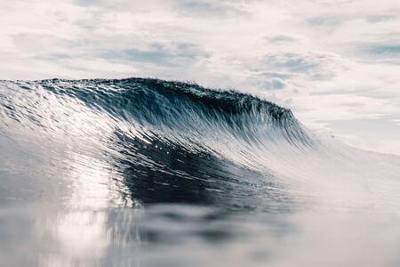Perfect barrel wave in ocean. Breaking wave with sun light Banco de Imagens