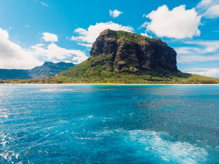 Aerial view of Mauritius panorama and Le Morne Brabant mountain and blue ocean water Zdjęcie Seryjne