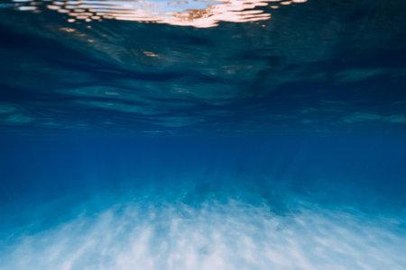 Tropical blue sea water in the deep with white sand bottom underwater Zdjęcie Seryjne