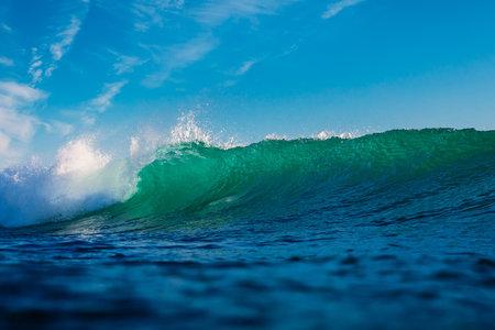 Surfing wave in ocean. Breaking turquoise wave sunny day Zdjęcie Seryjne