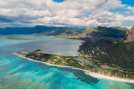 Tropical landscape with Le Morne mountain, ocean and beach at Mauritius island. Aerial view Foto de archivo