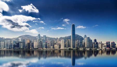 水の反射で香港アイスランドのパノラマ 写真素材