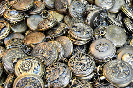 Large amount of similar pocket watches close together 版權商用圖片