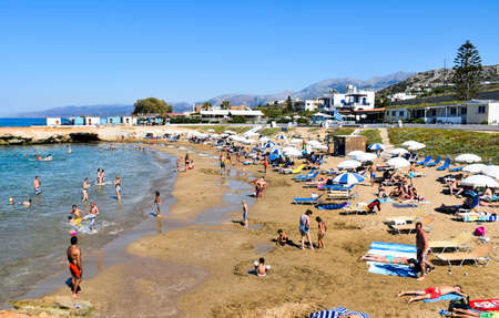 Hersonissos, Greece - July 14, 2016: Many people enjoy a summer day at the Star Beach of Hersonissos on the island of Crete in Greece. 新聞圖片