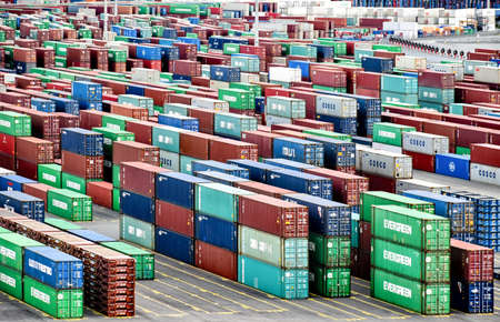 Hamburg, Germany - August 4, 2018: View over many rows of stacked containers at the terminal Steinwerder of the Port of Hamburg. 新聞圖片