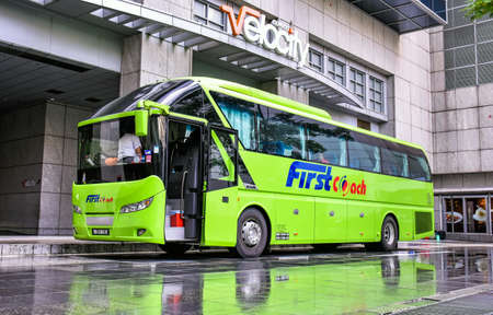 Novena, Singapore - February 21, 2017: A FirstCoach long distance bus is ready at the Velocity Novena Square shopping center to depart for Bandar Utama / Kuala Lumpur in Malaysia. 新聞圖片