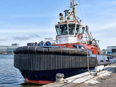 Tugboat in the port of Aarhus in Denmark 版權商用圖片 - 144083093