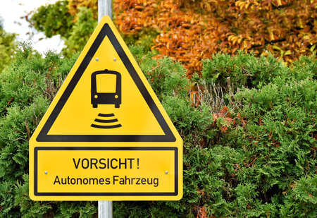 Warning against autonomously driving vehicles in German language (