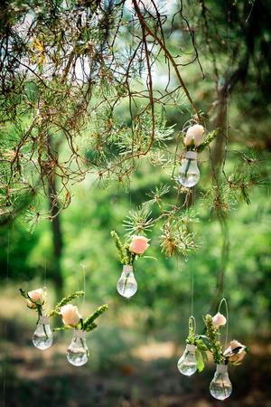 Wedding decor with roses in bulbs. Decoration of a wedding photoshoot. Zdjęcie Seryjne