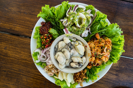 plato del buen comer: Oyster ,squid and prawn with spicy sauce and vegetables Thai food