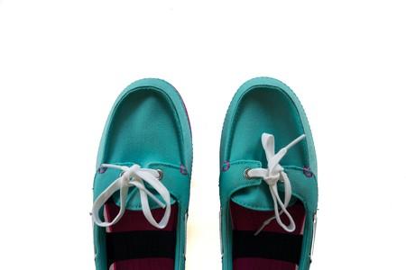 Blau retro Puma Schuh isolierten auf weißen Hintergrund