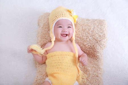 Cute petite fille sourire heureux