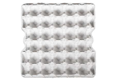Bandeja de papel de huevo vacía aislada sobre fondo blanco Foto de archivo - 80785824