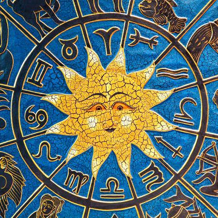 virgo: Signos del Zodiaco en c�rculo con el sol de oro