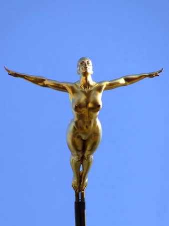 D'art en or statue de femme nue  Banque d'images - 424424