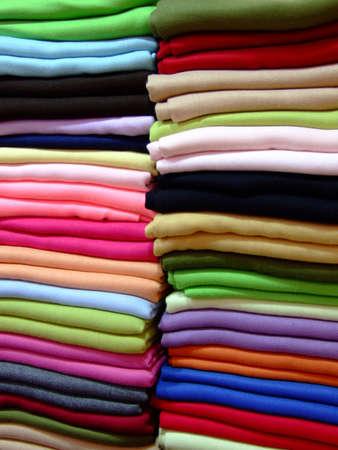 sciarpe: Variet� di sciarpe di cashmere in un palo