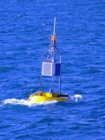 tremante: Faro nel mezzo del mare tremante