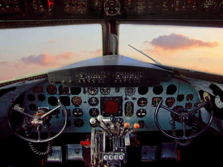 Vecchio stile aereo pilota in cabina di pilotaggio del paesaggio
