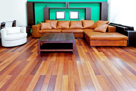brown leather sofa: Verde soggiorno con divano in pelle marrone  Archivio Fotografico