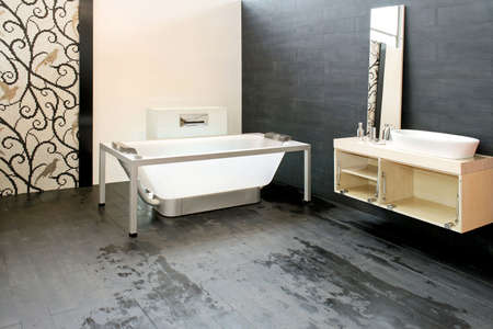 lavabo: Big contemporary bathroom with new glass bathtub