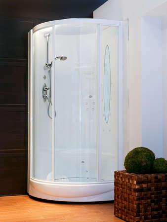 cabine de douche: Big cabine de douche avec hydro massage � jet  Banque d'images