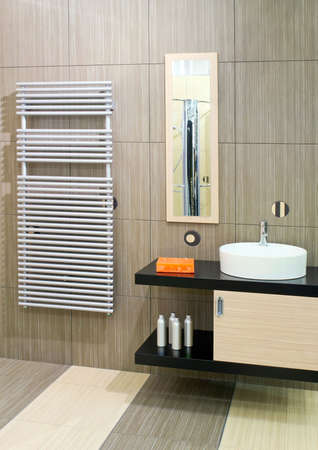 lavabo: Bathroom with round basin and towels heater