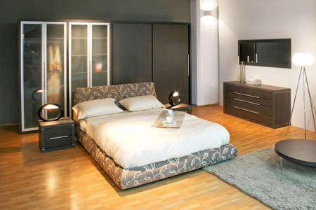 king bed: Modern double bed and big wardrobe closet