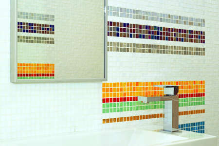 lavabo: Basin and mirror in bathroom with colourful tiles