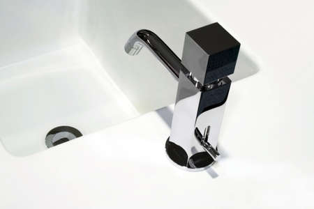 lavabo: Contemporary silver faucet in simple geometric shape