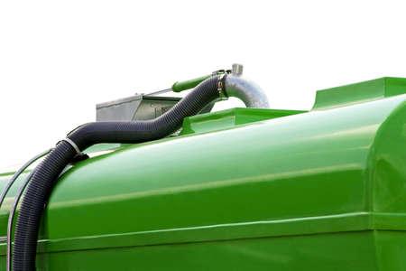 cisterna: Green cisterna con una manguera para uso industrial