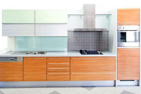 contadores: Madera de roble cocina con detalles de vidrio azul