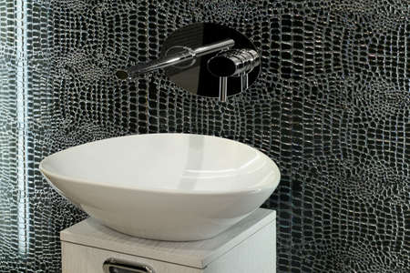 lavabo: Artistic style oval basin with special mirror tiles