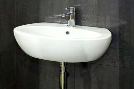 wash basin: Water faucet in silver and white basin