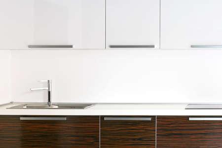 contadores: Brillante cocina encimera de madera con detalles