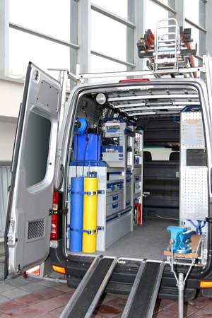 herramientas de mec�nica: Vista trasera de servicio p�blico van veh�culo