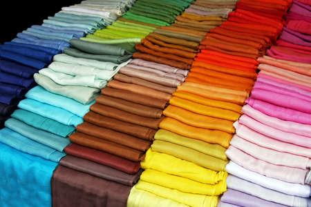 sciarpe: Big tavolozza dei colori dello spettro di sciarpe tessili