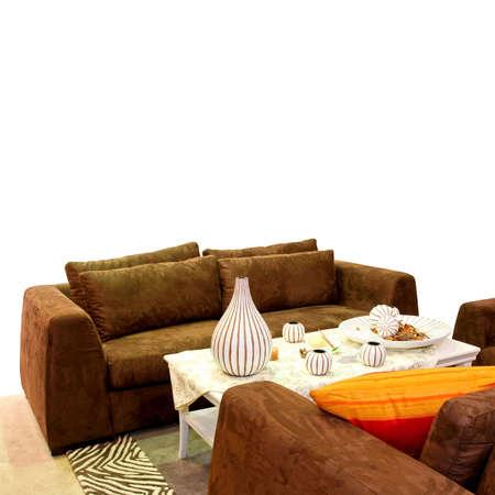 brown leather sofa: Soggiorno con divano in pelle marrone isolato