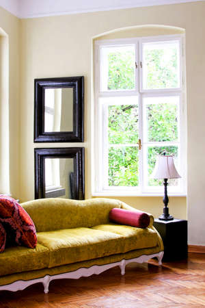 big windows: Rustic style bright interior with big windows