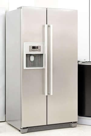 agd: Lodówka srebrna z podwójnymi drzwiami do lodu Zdjęcie Seryjne
