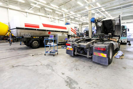 semi trailer: Interior shot of big truck service garage